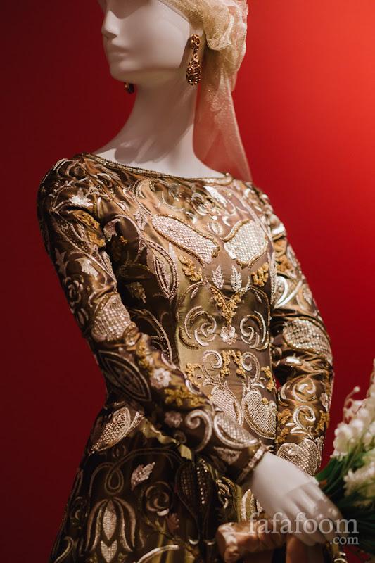 Details of Oscar de la Renta for Pierre Balmain, Evening dress, Autumn/Winter 1998 - 1999.