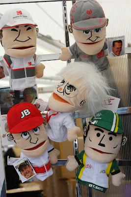 куклы Камуи Кобаяши Михаэль Шумахер Берни Экклстоун Дженсон Баттон Такумо Сато в продаже на Гран-при Японии 2011