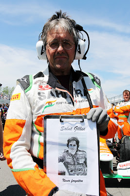 Нил Дики с портретом Salut Gilles в память о Жиле Вильневе на стартовой решетке Гран-при Канады 2012