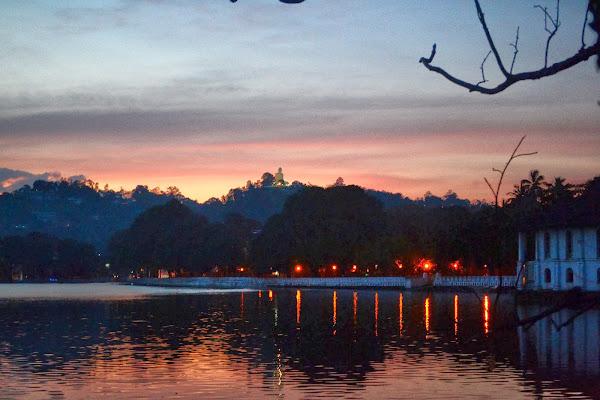 Закат у озера, Канди, Шри Ланка
