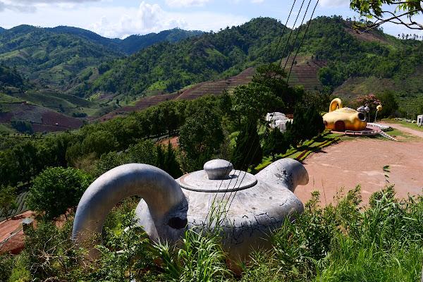 мае салонг гигантские чайники mae salong