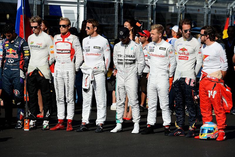 пилоты на стартовой решетке за Жюля Бьянки на Гран-при России 2014