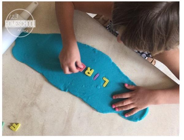 teach preschool and kindergarten kids how to spell their name