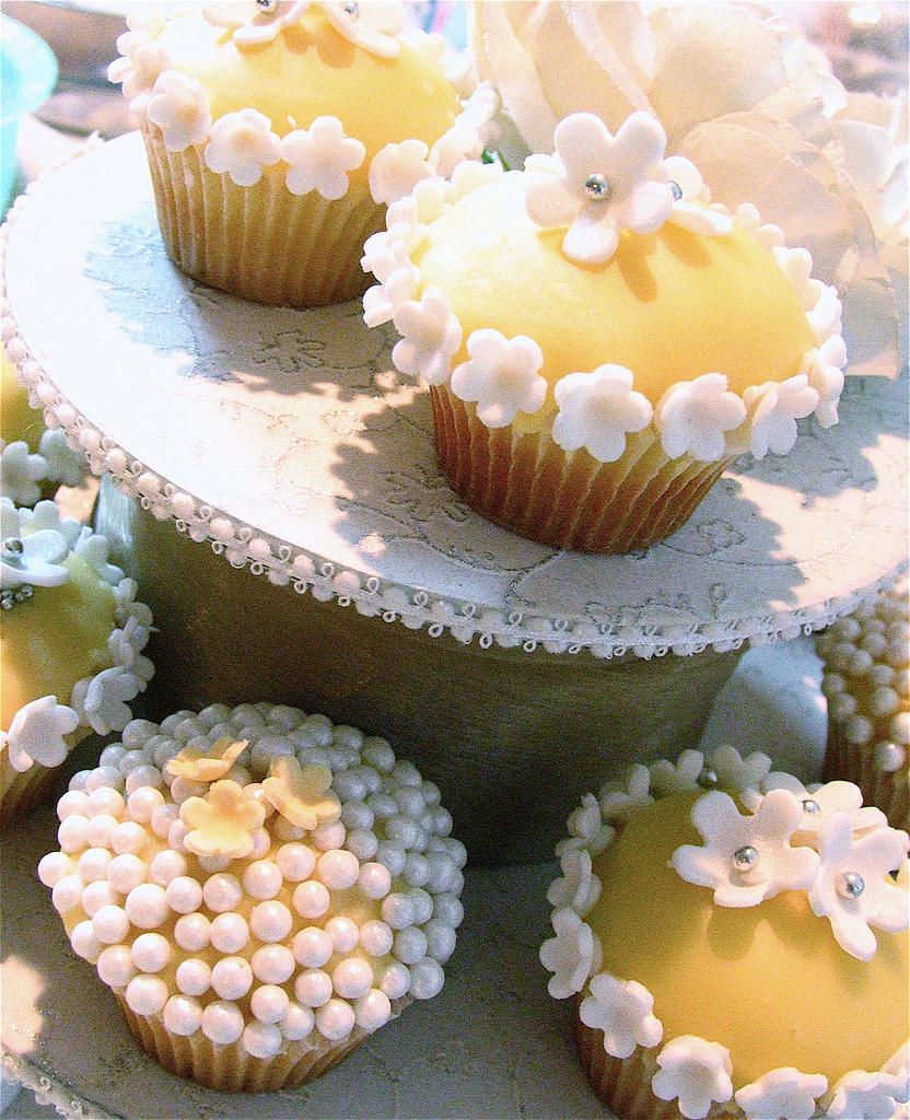 Wedding Cupcakes for a Magazine Shoot!