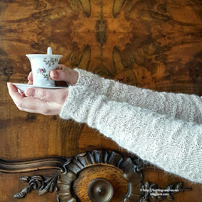 Barton Cottage Wrist Warmers - Free Knitting Pattern by Knitting and so on