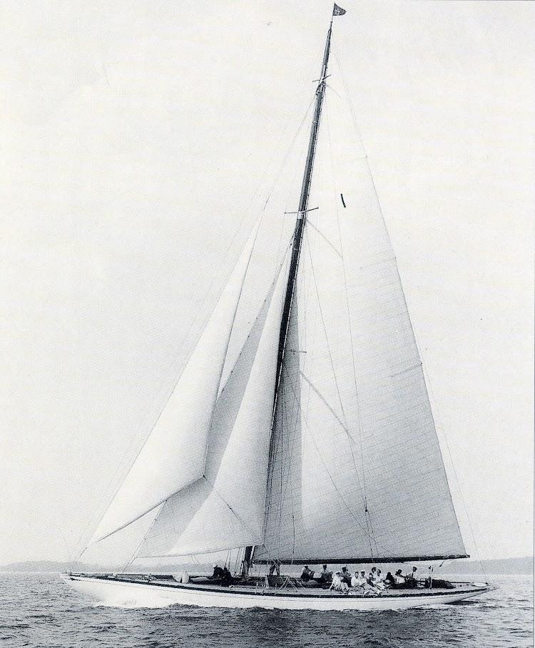 El KISMET III en 1936 con el aparejo modificado. Foto de la revista Chasse Maree numero 78.jpg