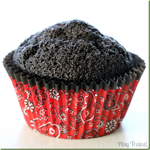 Coal-Black-Chocolate-Cupcakes-1
