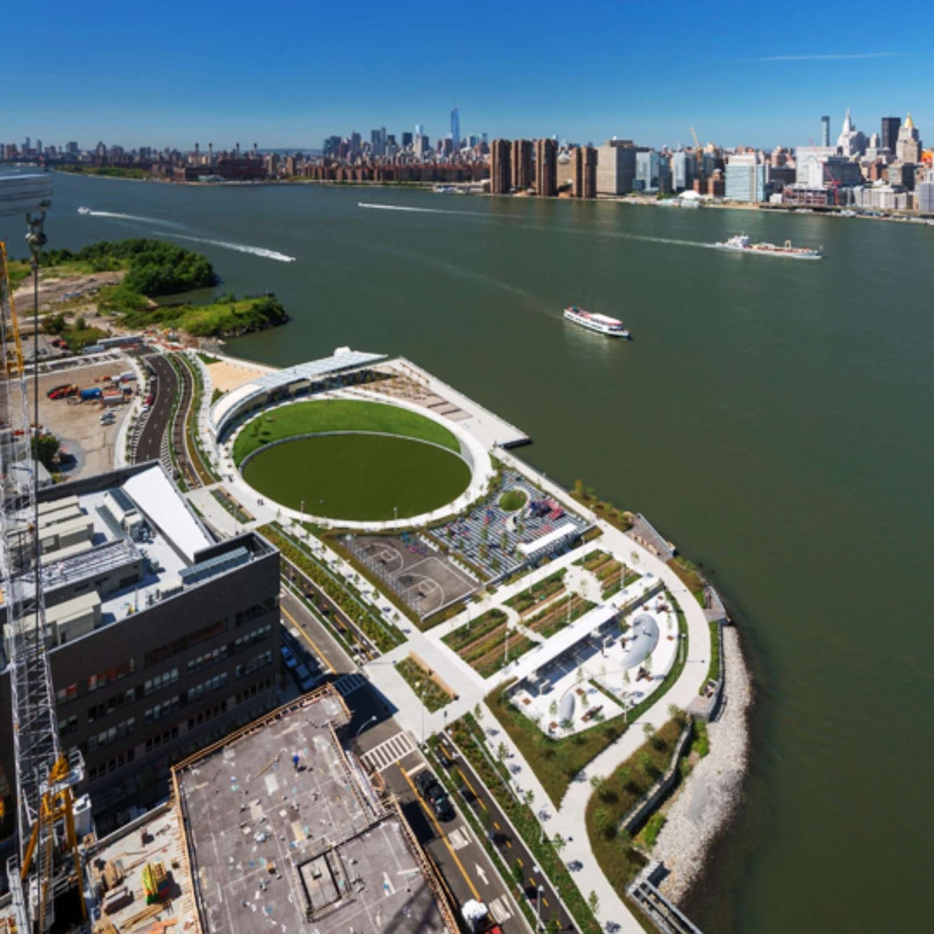 02-Hunters-Point-South-Waterfront-Park-by-Thomas-Balsley-Associates-and-Weiss/Manfredi