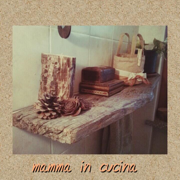 mamma in cucina.gemma: mensola con legno grezzo - Mensole Con Legno Vecchio