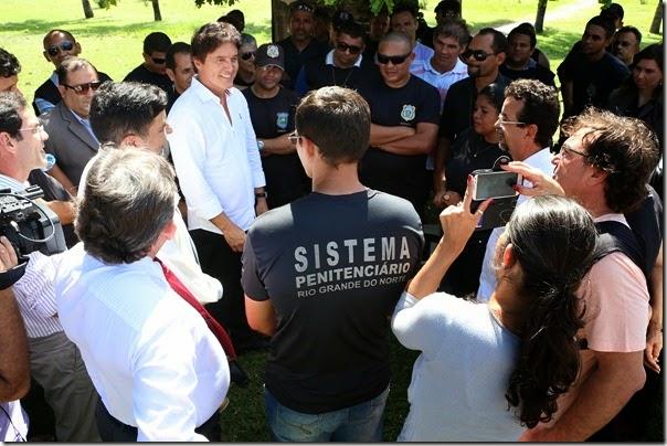 20.05 Governador recebe pauta de reinvidicações dos agentes penitenciários - Foto Demis Roussos (2)