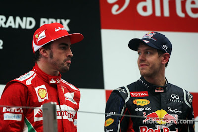 Фернандо Алонсо и Себастьян Феттель на подиуме Гран-при Индии 2012
