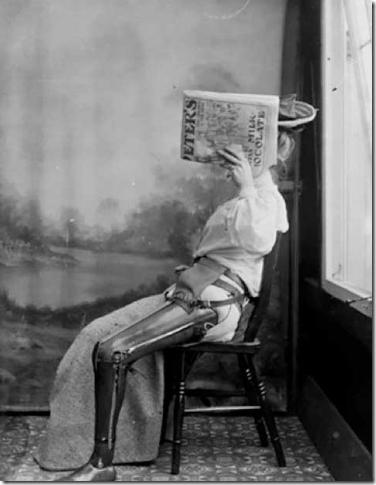 Mujer con pierna artificial