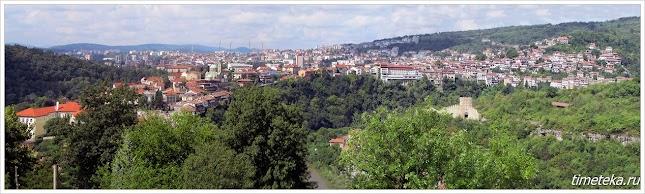 Панорама Велико Тырново. Справа - холм Трапезица с крепостью