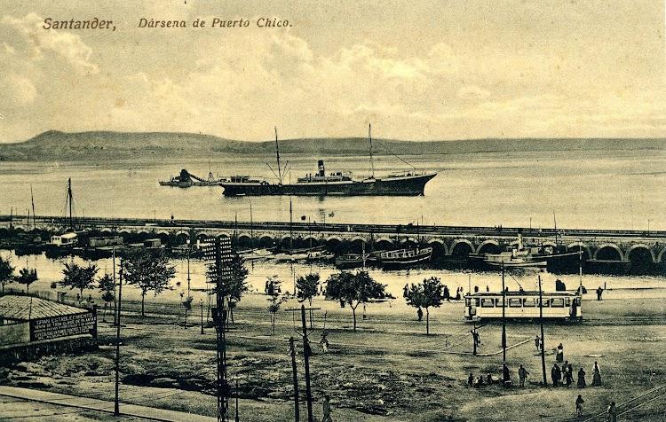 El vapor PIO IX fondeado en Santander. Ca. 1910. Postal.JPG