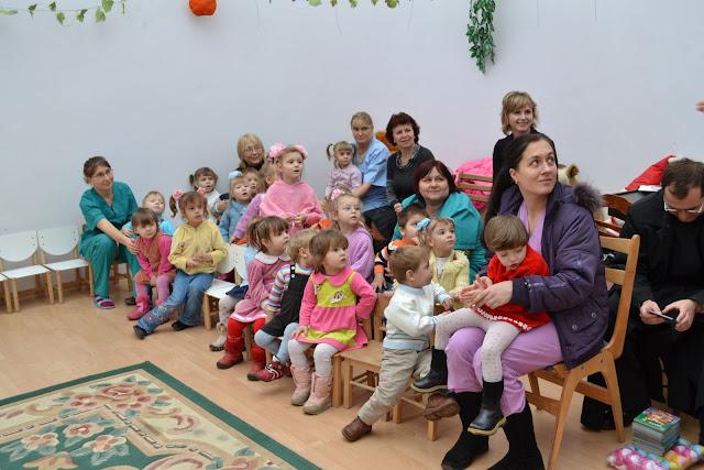 Діти в очікуванні подарунків