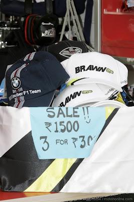 кепки BMW Sauber и Brawn GP в продаже на Гран-при Индии 2011