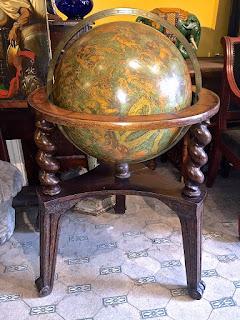 Антикварный глобус ок.1900 г. Высота 110 см. 3000 евро.