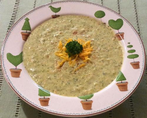 Zupa brokułowa,brokuły,ser cheddar.zupa