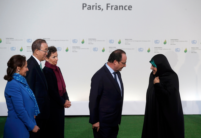 President Hollande welcomes Iran's vice-president Masoumeh Ebtekar to the COP21 opening day sesssion. Photo: Christian Hartmann / Reuters
