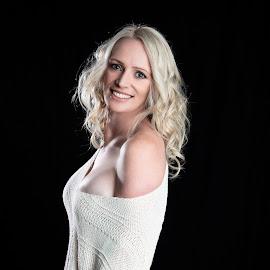 Kylie2 by Chris O'Brien - People Portraits of Women ( studio, woman, beauty, blond, lighting, body,  )