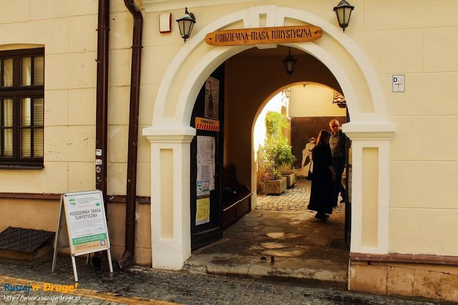 Sandomierz nad Wisłą - wejście do podziemnej trasy turystycznej
