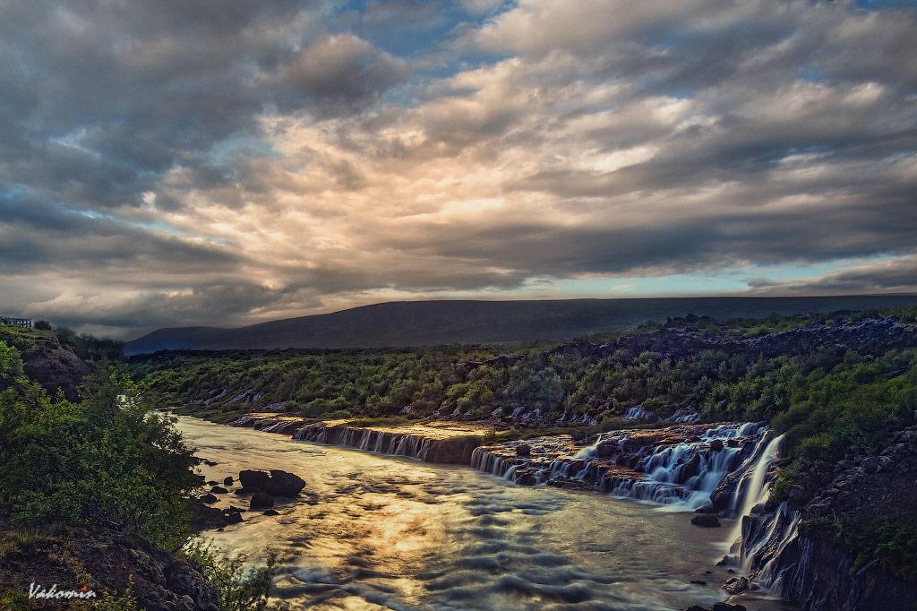 Водопад Хрёйнфоссар Waterfall Hraunfossar