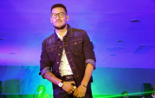 Aka Thanks Dj Zinhle As He Wins Male Artist Of The Year At The SAMAs