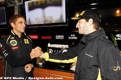 Виталий Петров поздравляет Ромэна Грожана с титулом в GP2 на Гран-при Бельгии 2011