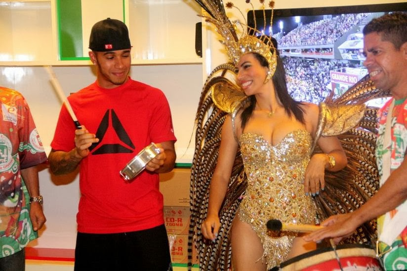 Льюис Хэмилтон весело проводит время в Сан-Паулу перед Гран-при Бразилии 2013