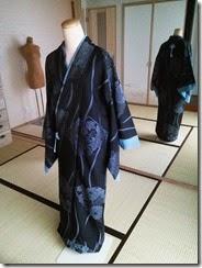 組紐をコートに付けて (2)
