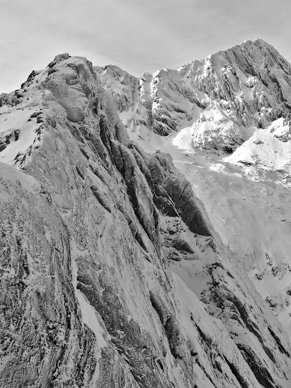O privire spre Negoiu tapetat de zapada, varf ce ramane pe lista pentru urmatoarea tura in zona.