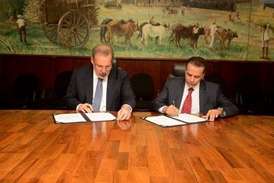 Mtur e MDIC assinam acordo