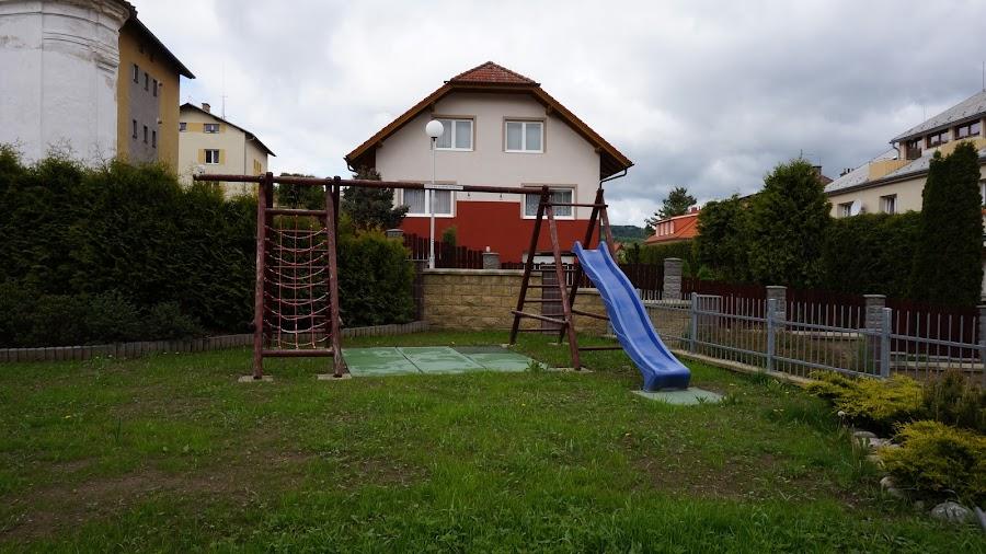Детская площадка возле отеля Penzion Krumlov
