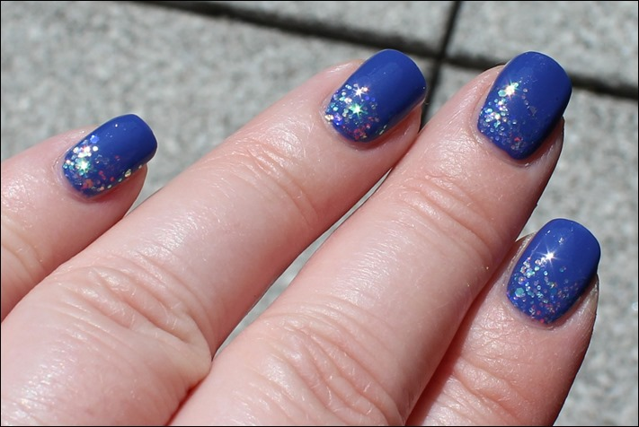Nail Art Pool Party Blau Glitzer Wasser Sommer Nageldesign 03