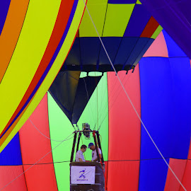 Hot air balloon rides by Jak Conrad - Novices Only Sports ( ride, flying, hotair, floating, balloon )