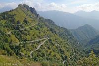 Auf der Dosso Alto-Höhenstrasse. Vom Passo del Marè runter nach Anfo am Lago d'Idro.