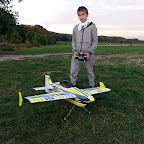 Der 3D Flip ist ein ausgewachsenes Kunstflugmodell. Mit seinem 4S Antrieb hat er genügend Leistungsreserven um senkrecht zu steigen oder auch die typischen Torque-Figuren zu fliegen. Obwohl der 3D-Flip nicht besonders schwierig zu fliegen ist, muß aber dennoch schon gute Flugerfahrung vorhanden sein.