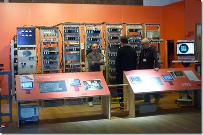 22 computer display with geeks