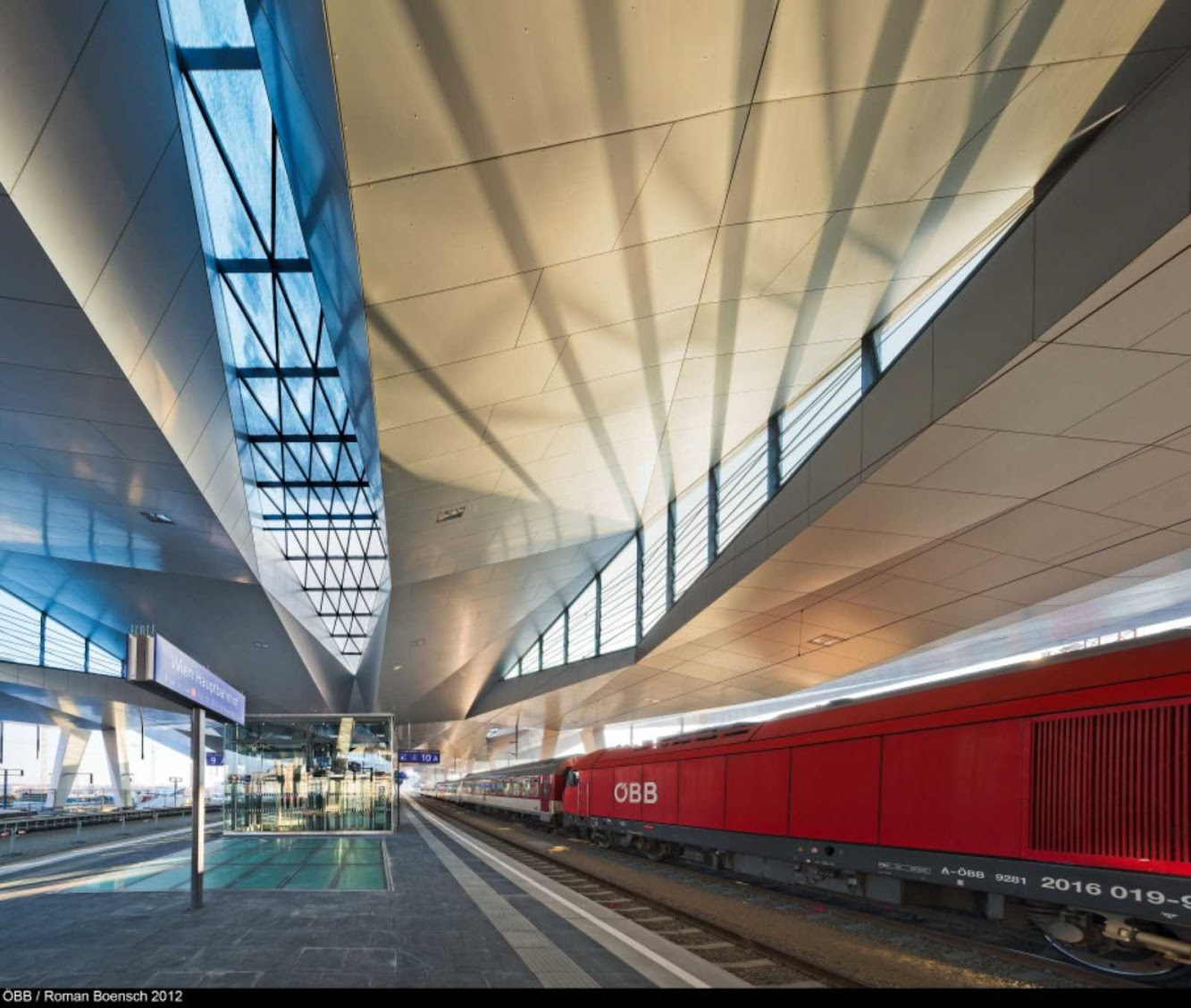 Vienna Central Station by Theo Hotz