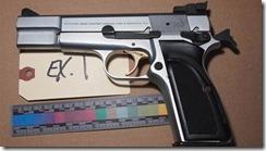 threatening-gun
