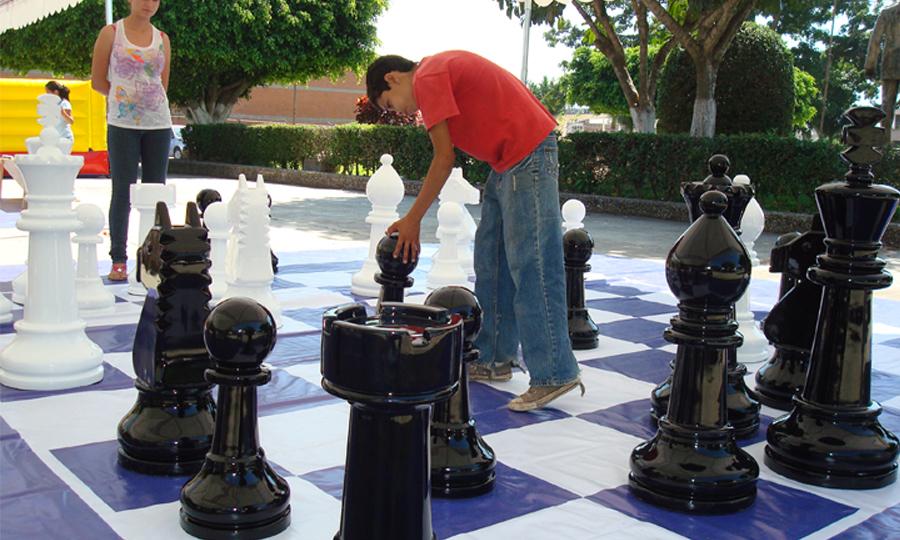 Equipo para eventos deportivos juegos de mesa gigantes for Ajedrez gigante para jardin