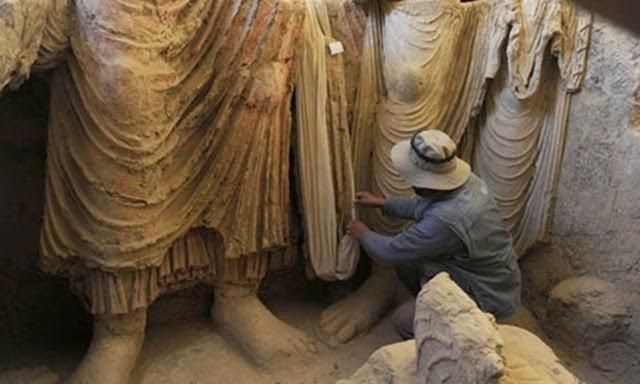 An-Afghan-archaeologist-e-010