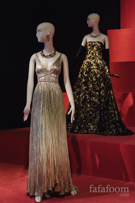 (Left to right) Oscar de la Renta, Evening dress, Pre-Fall 2012. Evening dress, Fall 2014.