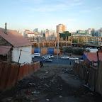 Centrum od slamsów oddalone jest od kilkaset metrów