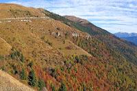 Von Vittorio Veneto über den Monte Frascone zum Col Visentin (1764m). Auf dem Gipfel in der Bildmitte die Funkstation auf dem Col Visentin.