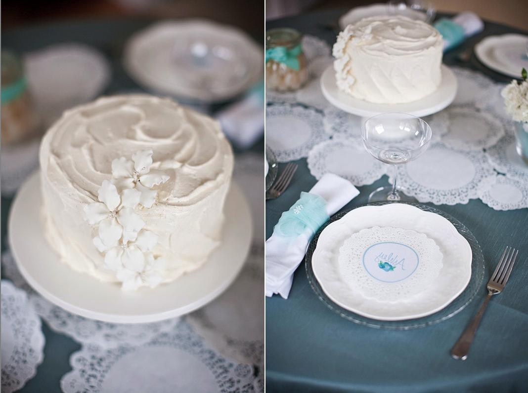white-cake-centerpiece-ideas-