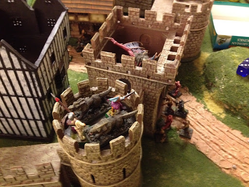 Wolves attacking the turret while Varghulf violates the gate