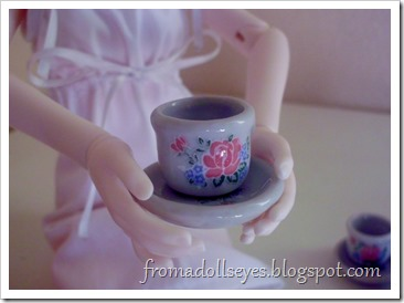 bjd holding a tea cup