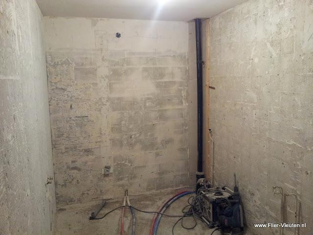 Verbouwing badkamer, afgewerkt met steigerhout   E. Flier ...