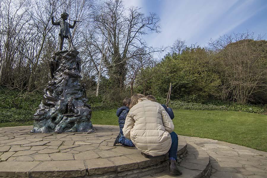 Estatua de Peter Pan en Kensington Gardens, Londres